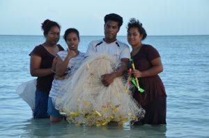 Unge med fiskenet, Kiribati